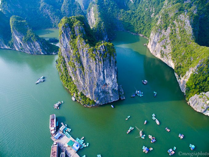 New helicopter allows aerial enjoyment of Ha Long Bay