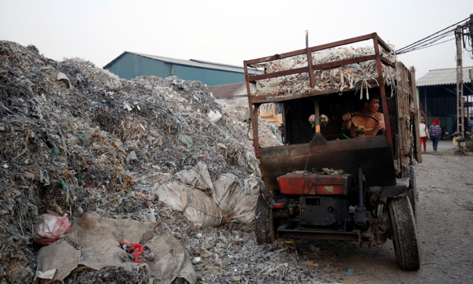 Vietnam struggling to decide how to treat solid waste