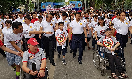 8,000 march in Hanoi against drunk driving