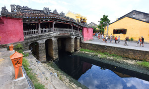 Hoi An authorities scratch their heads over how to save iconic bridge