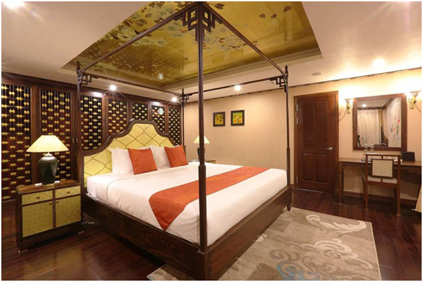 Inviting facilities in the Indochine Cruise.