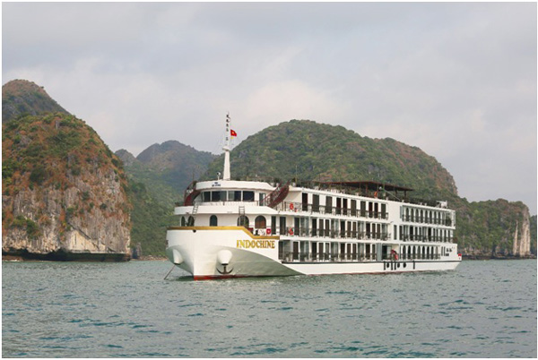 The timeless experience of a cruise in Ha Lan Bay.
