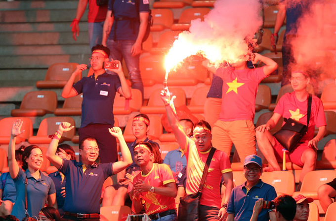 Vietnam football federation fined $39,500 for fans lighting flares at Asian tourney