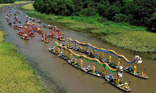 Floating dragons brighten Ninh Binh landscape