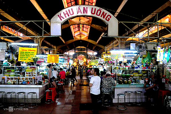 The dining area inside Ben Thanh Market is a food paradise.