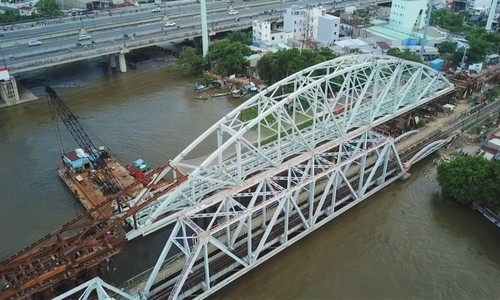 Bid to preserve vestiges of old bridge over Saigon River