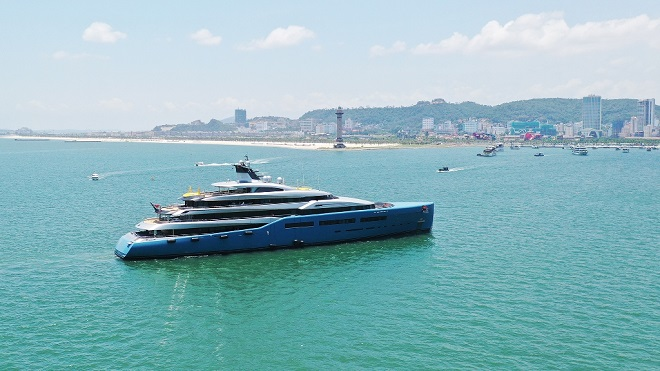 The Tottenham owner's yacht will leave on May 30.