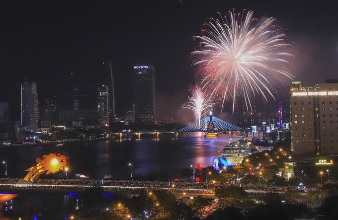 Da Nang's international fireworks festival begins with a bang