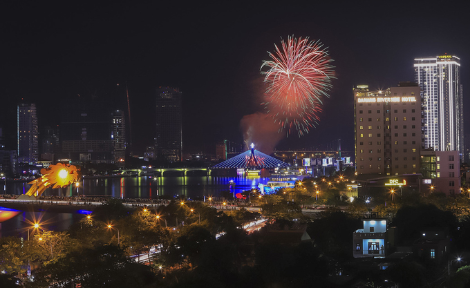 Da Nang's international fireworks festival begins with a bang - 5