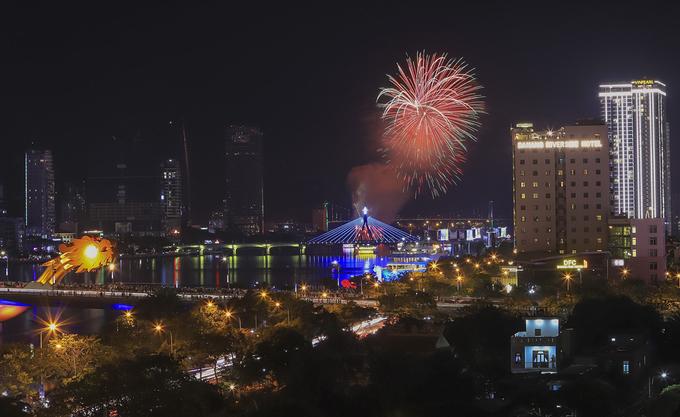 Da Nang's international fireworks festival begins with a bang - 5