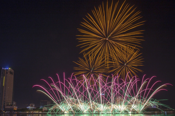 Da Nang's international fireworks festival begins with a bang - 6