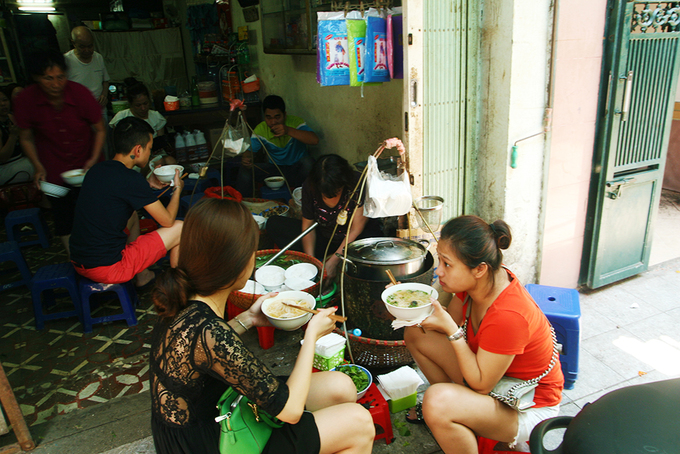 People eat noodles soup at an eatery in Hanois Old Quarter. Photo by VnExpress/Phong Vinh.