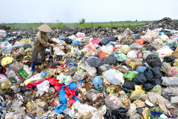 People are collecting recycling materials from a landfill in Ninh Binh Province. Photo by Nguyen Viet Hung