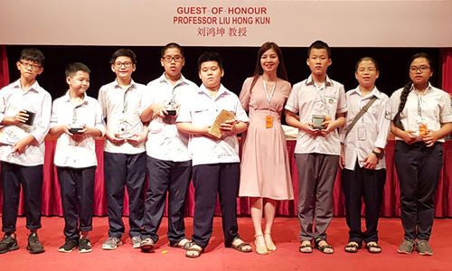 Vietnamese students win five gold medals at Asia Pacific math contest