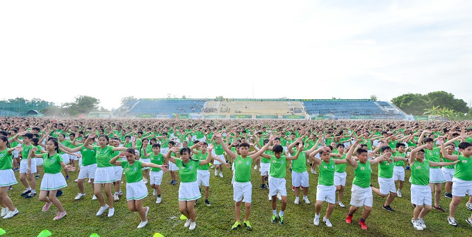 6,000 students participating in morning exercise made a Guinness record.