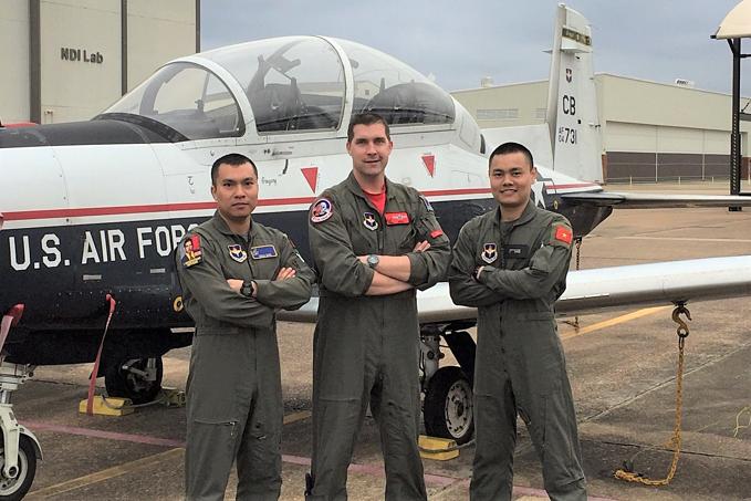 First Vietnam military pilots graduating US training course