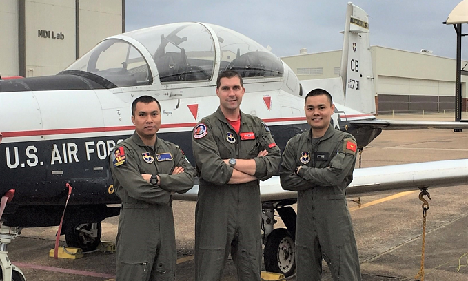 First Vietnam military pilots graduating US training course