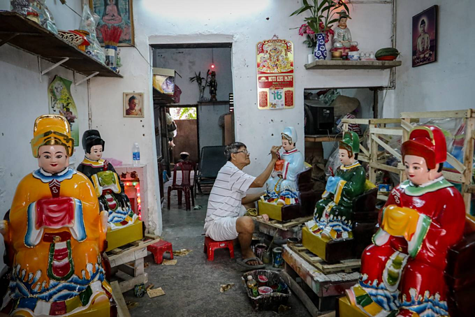 Crafting Buddha idols in Saigon - 4