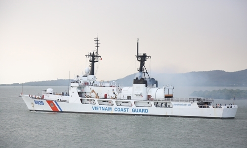 US coast guard promises long-term, tight cooperation with Vietnam