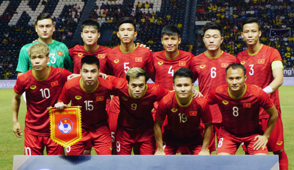 Vietnam football team, coach appointed ambassadors for anti-plastic waste campaign