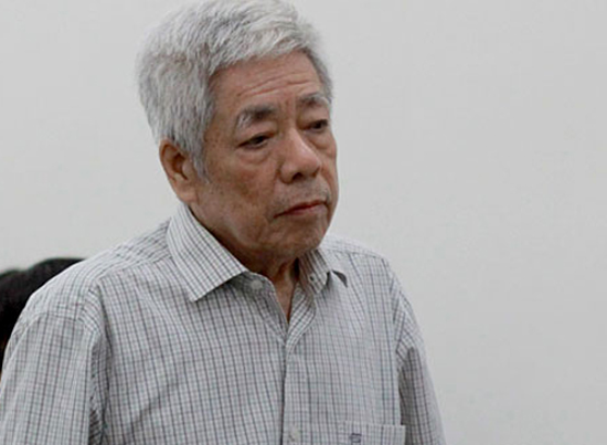 Vinashins former general director Truong Van Tuyen at the court.