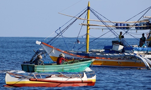 Vietnam rescues 22 Filipinos after Chinese vessel sinks boat