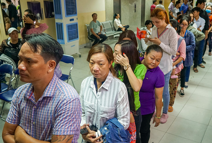 Thousands queue up in Saigon for passports as summer holiday peaks