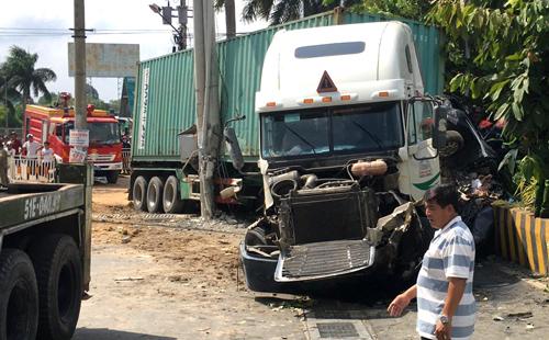 Five die in southern Vietnam car-truck collision
