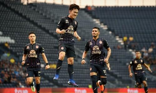 Vietnamese midfielder scores best goal in May in Thai League