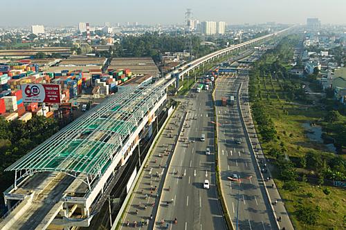 Nhà ga trên metro số 1, TPHCM. Ảnh: Hữu Khoa.