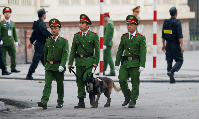 Vietnam allows policemen to work until 70