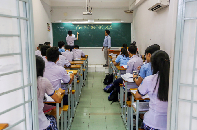 Saigon high school students put in slog as graduation exams loom