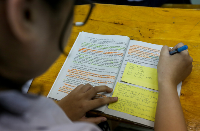 Saigon high school students put in slog as graduation exams loom - 3