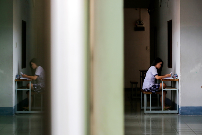 Saigon high school students put in slog as graduation exams loom - 5