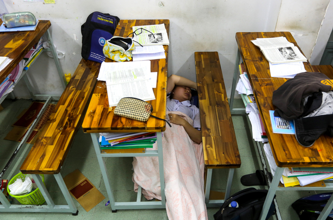 Saigon high school students put in slog as graduation exams loom - 6