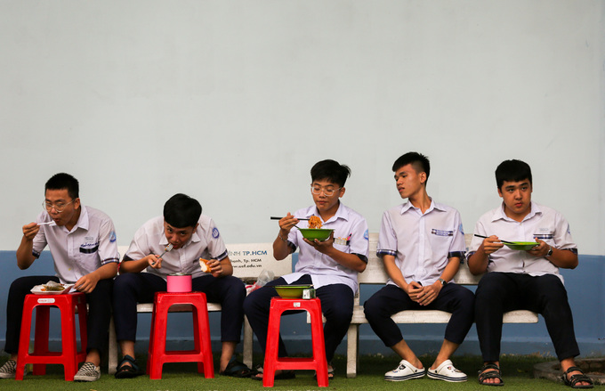 Saigon high school students put in slog as graduation exams loom - 7
