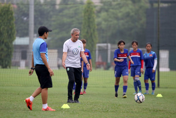 Vietnam Football Federation signs training deal with Bundesliga club Wolfsburg