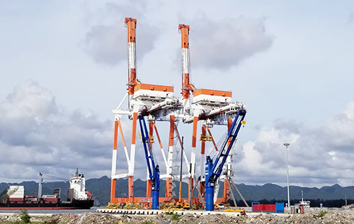 German cargo vessel hits crane in northern Vietnam port - VnExpress