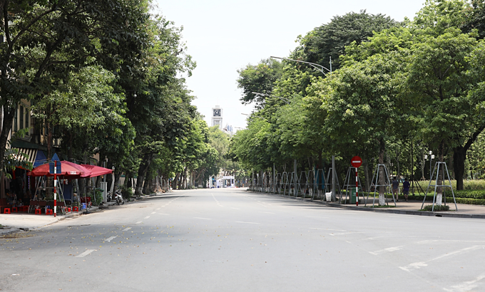 Mercury rises to 40C as heat wave scorches Hanoi
