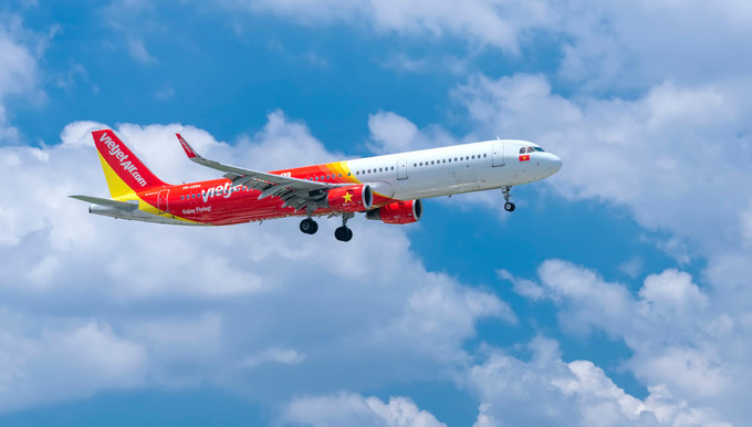 Two Vietnamese get nine-month flight bans for smoking