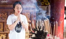 Students seek blessings from mythical creatures ahead of key exam
