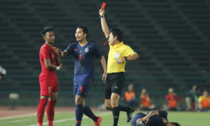 Vietnam's FIFA certified referee faints during physical exam