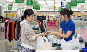 Vietnam consumer confidence grows fastest in Asia Pacific region