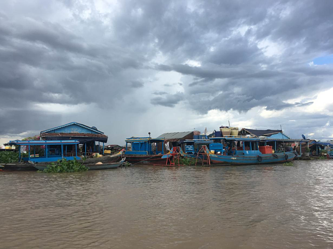Floating houses of ethnic Vietnamese on the Tonle Sap river in Chong Koh village, Cambodia that authorities say will be moved in coming months. May 26, 2019. Photo by Reuters/Rina Chandran