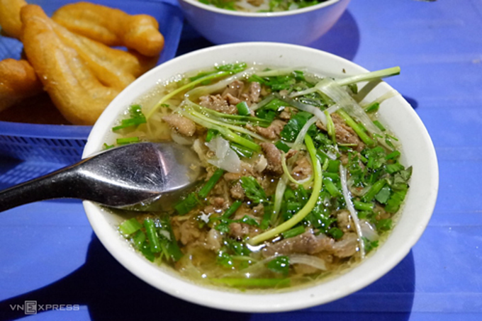 A serving of a bowl of pho, some breads and iced tea costs VND 50,000 ($2.1). Photo by Lan Huong