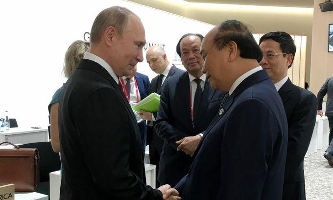 PM Phuc meets Putin, Merkel on G20 sidelines