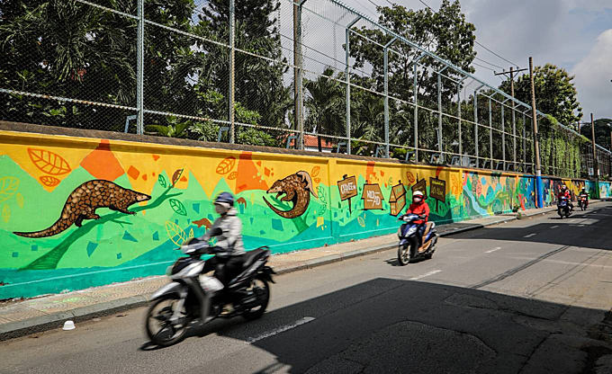 Saigon murals seek to raise awareness of environmental dire straits