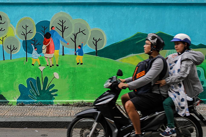 Saigon murals seek to raise awareness of environmental dire straits - 9