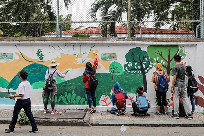 Saigon murals seek to raise awareness of environmental dire straits - 1