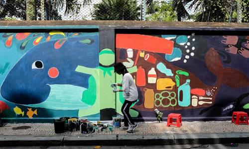 Saigon murals seek to raise awareness of environmental dire straits